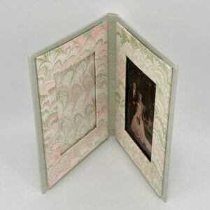 photo-frame-lt-green-cream-bouquet